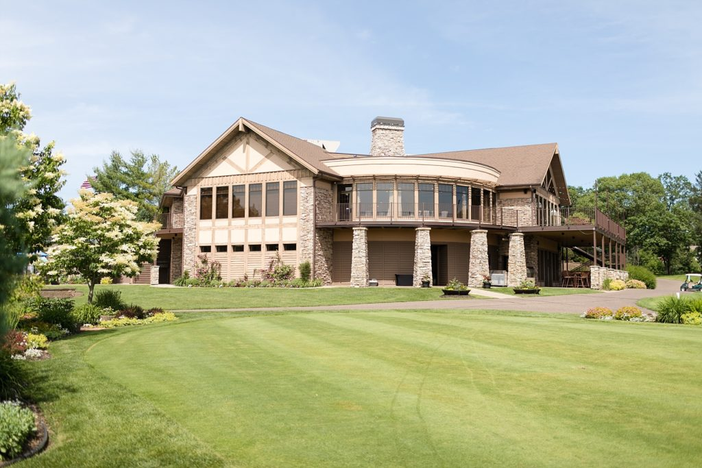 view of the building on a wedding day at the Eau Claire Golf & Country Club