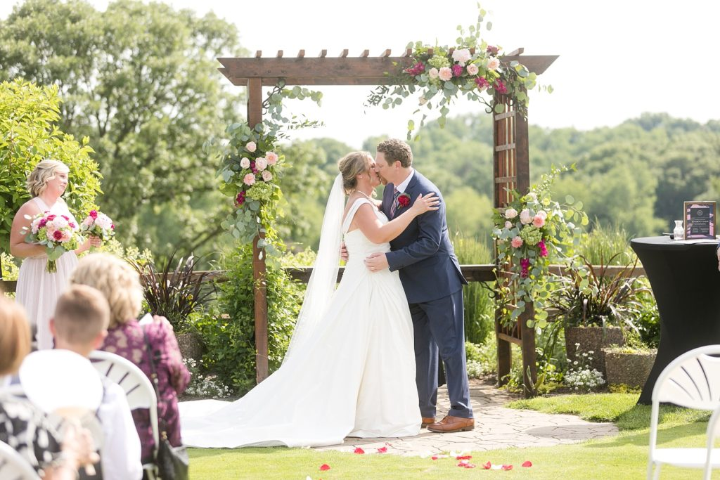 first kiss under the pergola at the Eau Claire Golf & Country Club