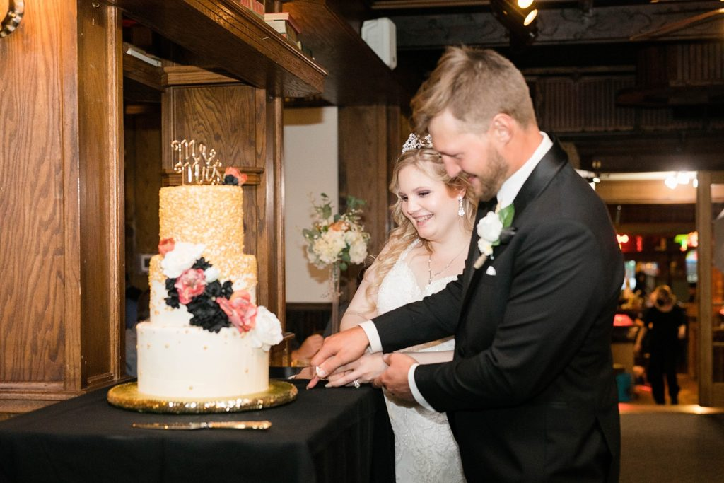 couple cutting the cake at Houligans in Eau Claire